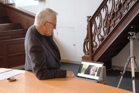 Martin Panman voorzitter Stichting Vrienden in gesprek met orgeladviseur Natascha Reich in Amerika
